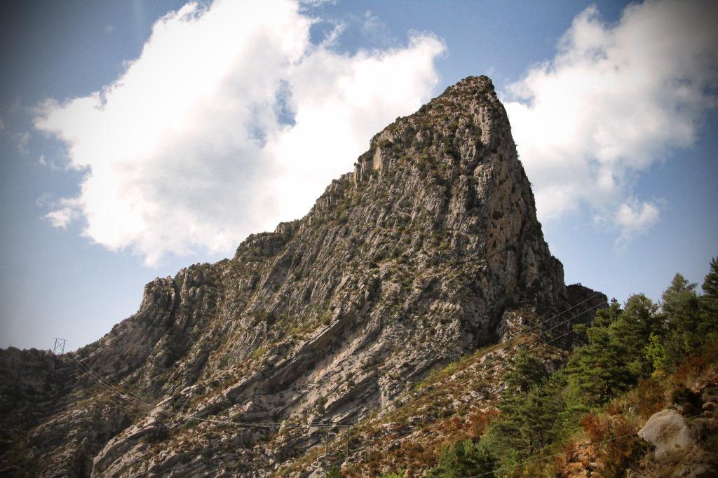 После этой горы начинается Вердонское ущелье