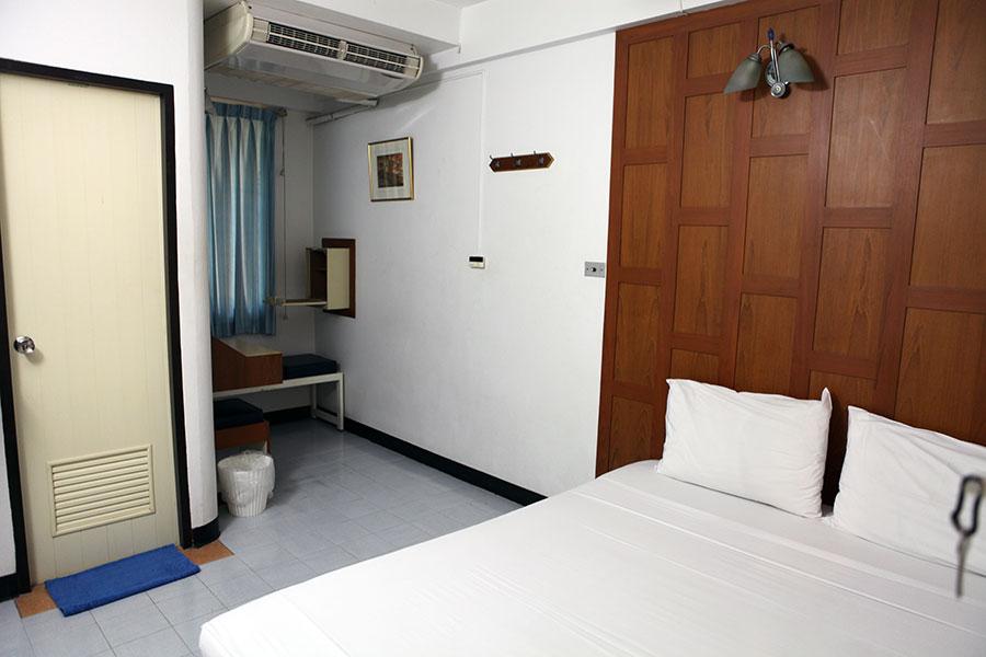 Дешевые отели, New Siam 1